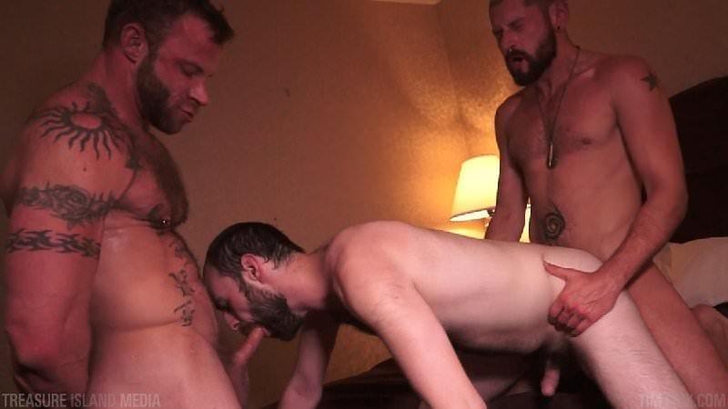Derek Parker, Eli Cummings & Felix Strike (Bareback)