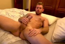 MORNING JERKOFF with Aaron48