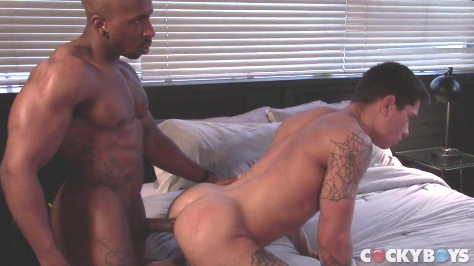 Clark Davis & Max Konnor Enjoy a Quickie (Bareback)