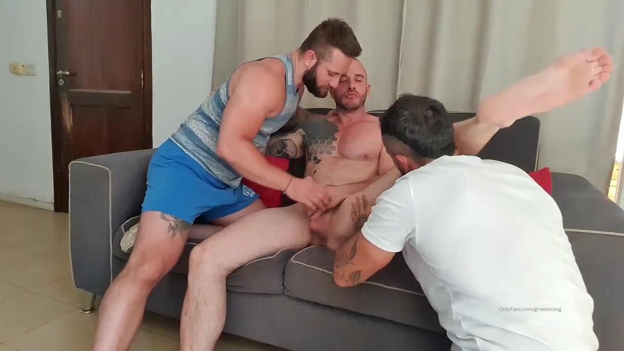 Growxstrong XL with Thebeardx (Threesome) (Bareback)