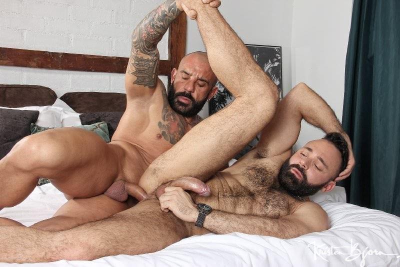 Man On Man: Juanjo Rodriguez & Leonardo Lucatto (Bareback)