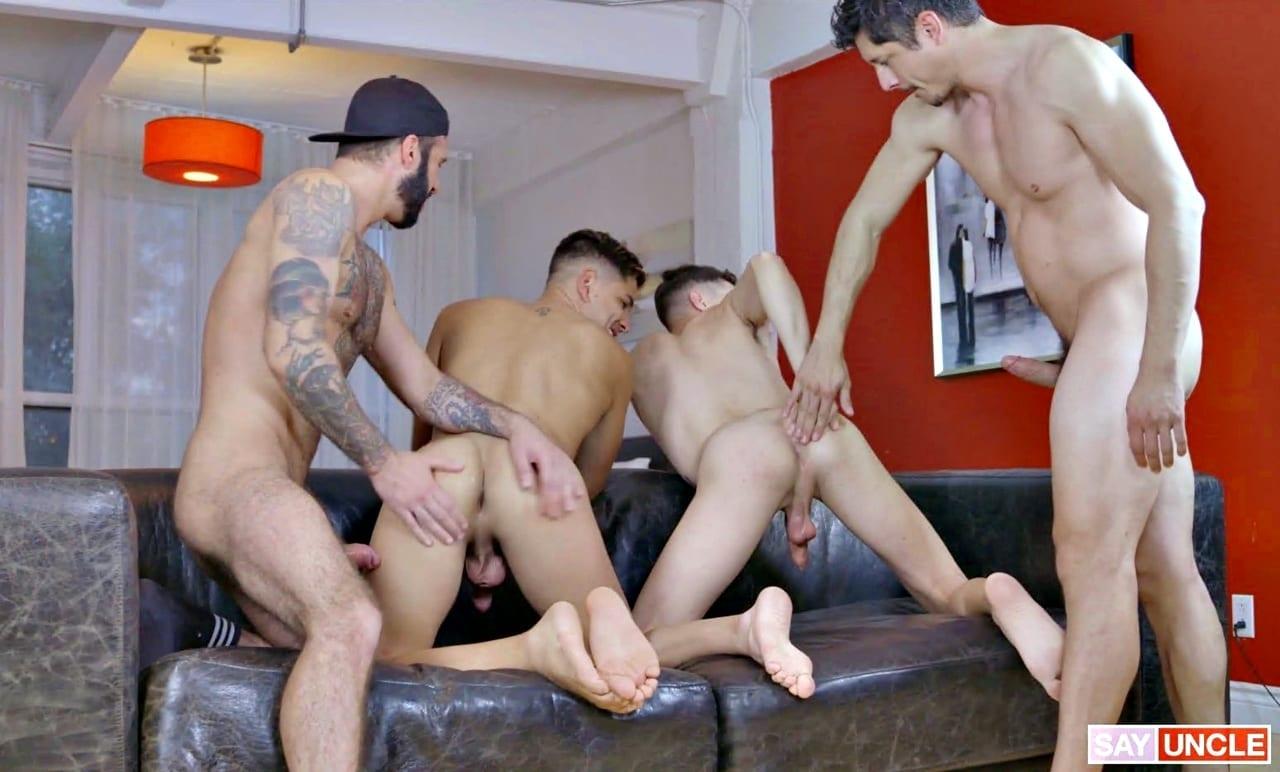 Stepdad Crush: Rocky Vallart, Alex Montenegro, Jake Nobello & Romeo Davis (Bareback)